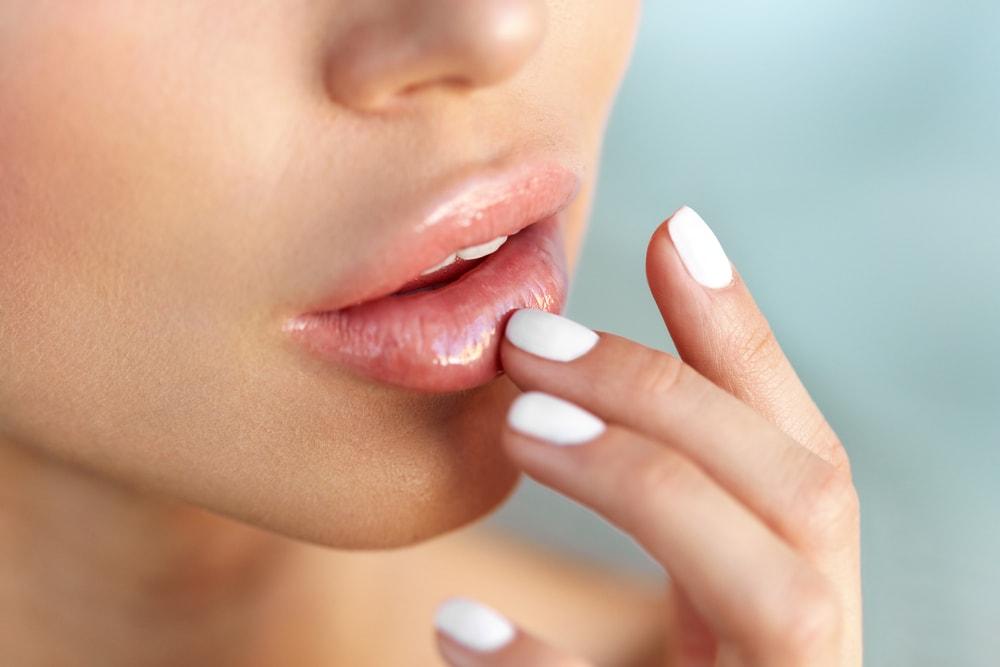 6 Trik Cegah Bibir Kering Saat Puasa