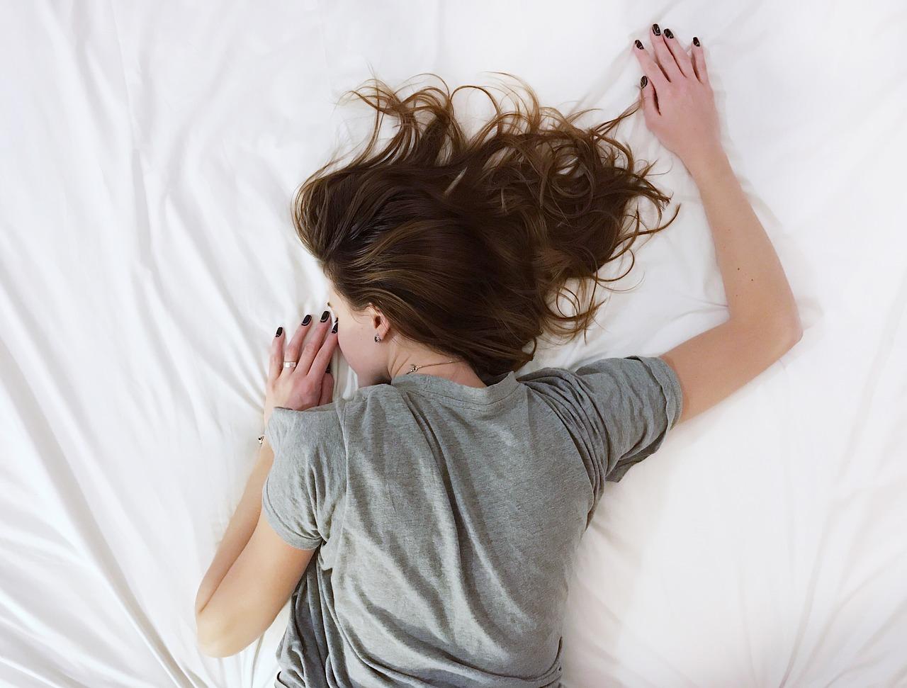 Tubuh Masih Terasa Lelah Setelah Tidur Lama dan Nyenyak? Ini Dia Penyebabnya